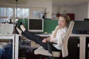 Dit is waarom witte kantoorstoelen voor een moderne uitstraling zorgen